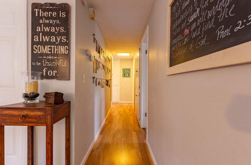 Hallway 438 Fordland Av, La Verne 91750