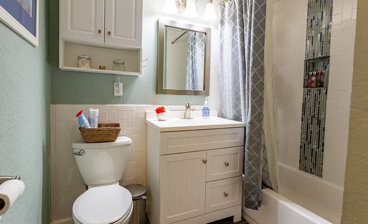 Bathroom 438 Fordland Av, La Verne 91750
