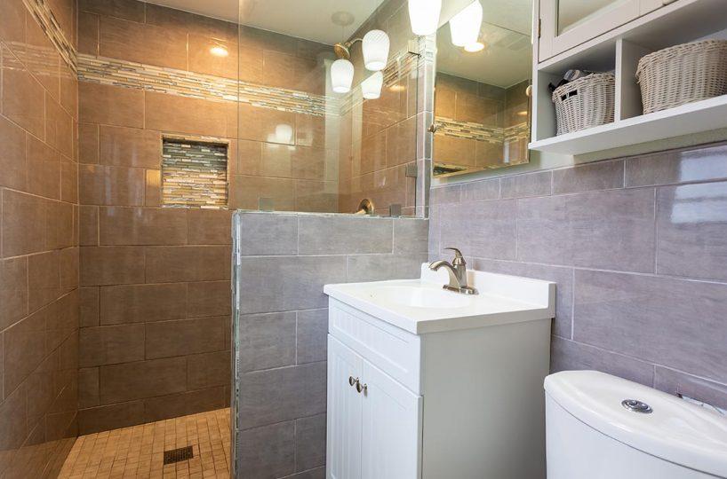 Master bathroom 438 Fordland Av, La Verne 91750