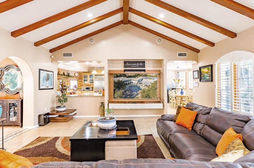 4305 N Sunflower Ave Covina, CA 91724 Living Room