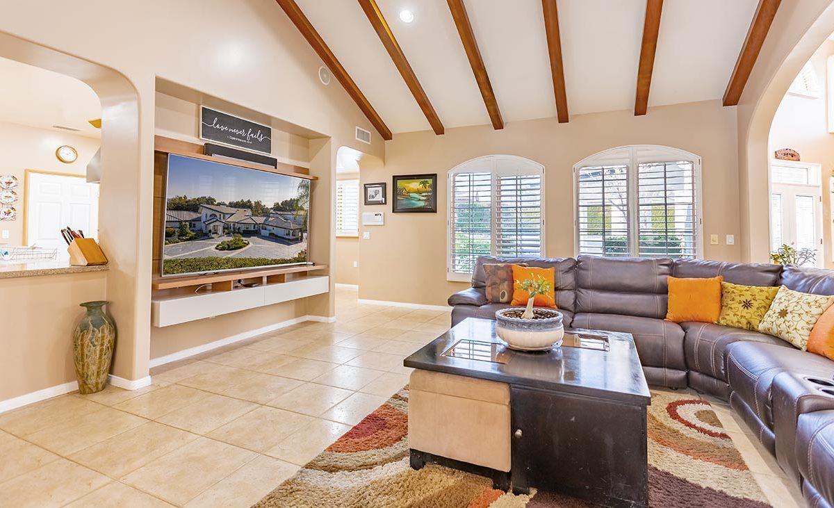 4305 N Sunflower Ave Covina, CA 91724 - Living Room
