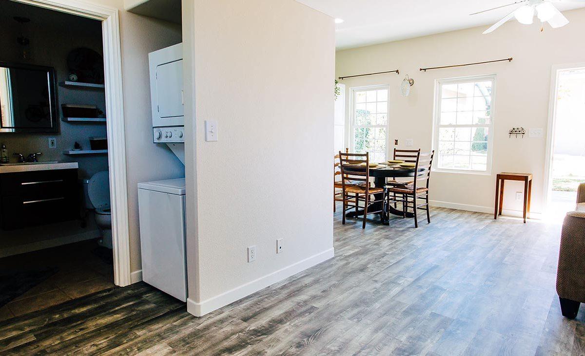 Back House Laundry - 409 North Washington Avenue Glendora 91741