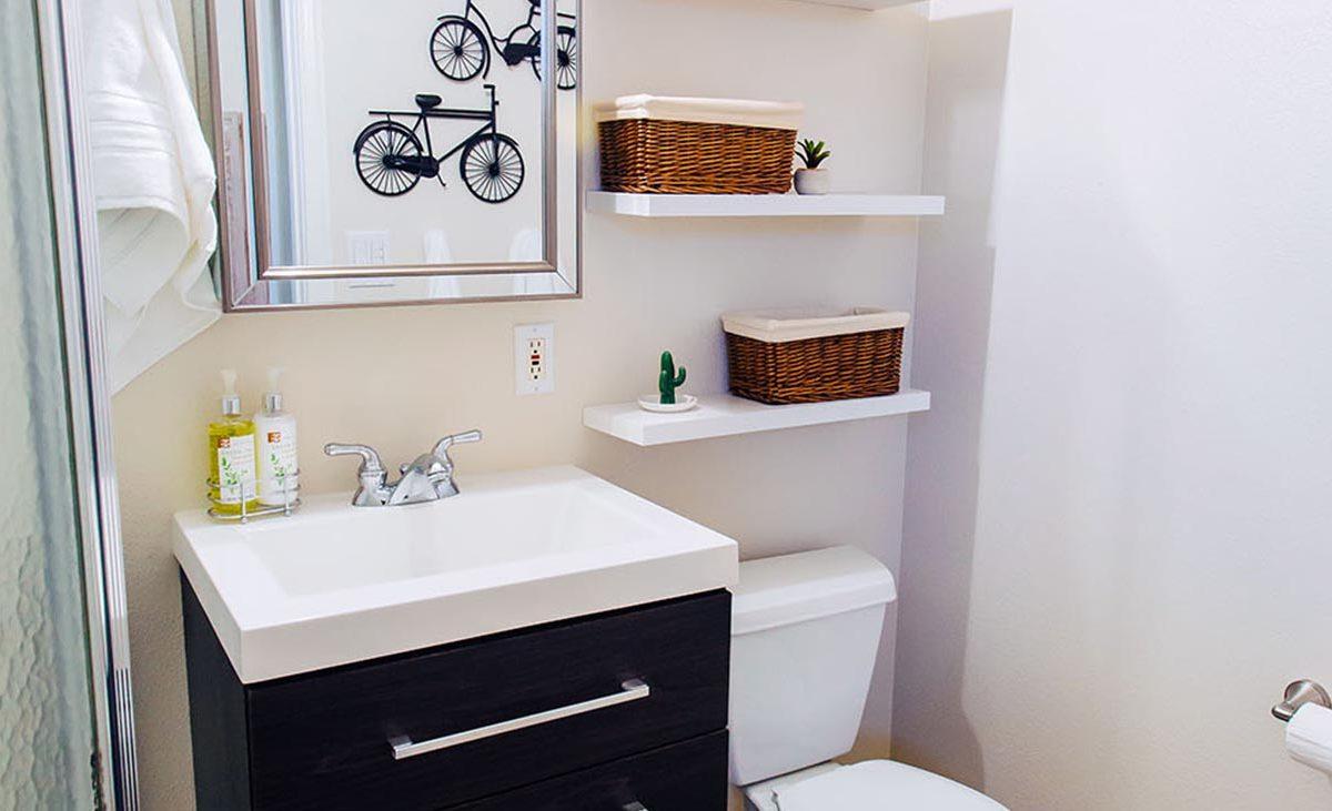 Back House Bathroom - 409 North Washington Avenue Glendora 91741