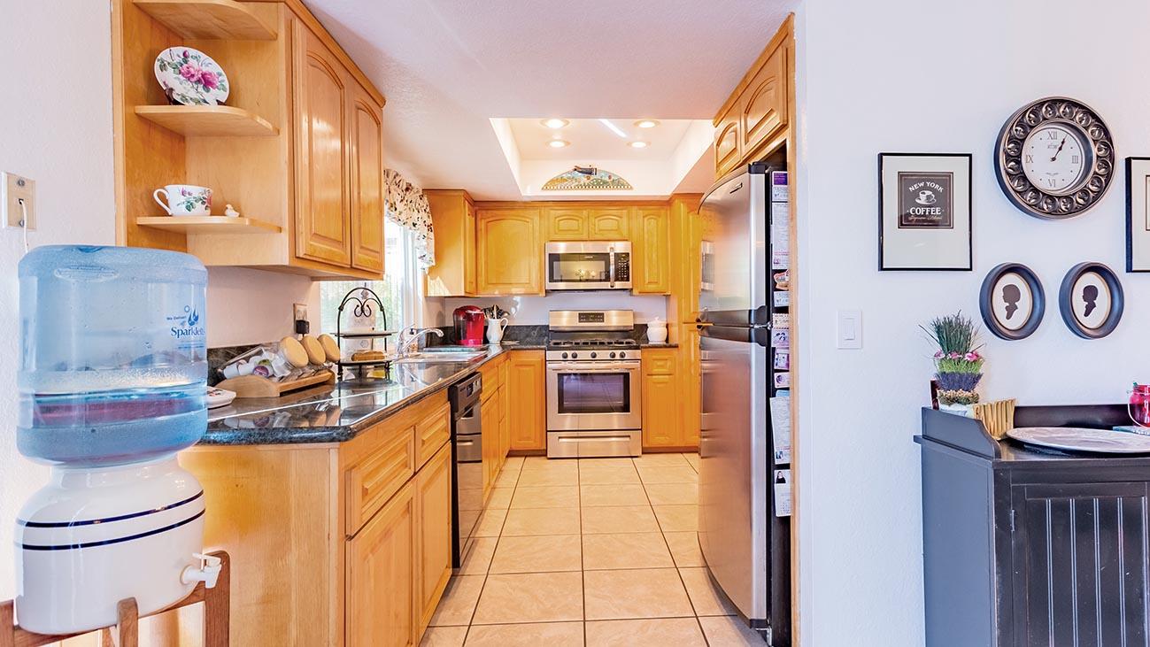 Kitchen - 4689 Romola Ave La Verne