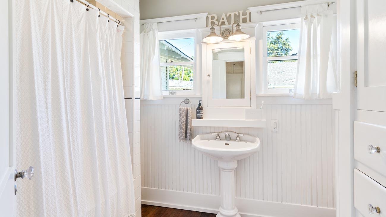 2273 5th Street La Verne, CA 91750 - Bathroom