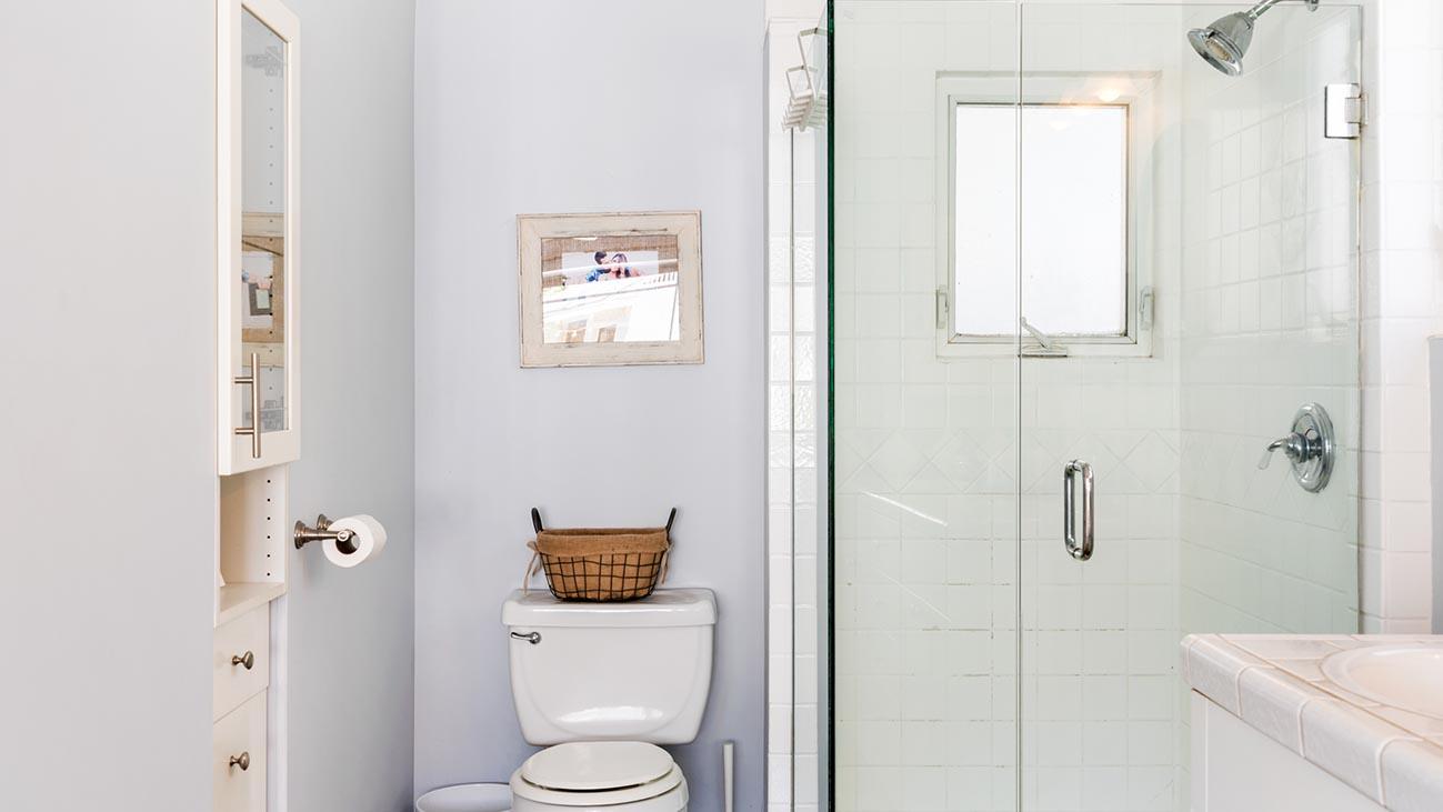 2273 5th Street La Verne, CA 91750 - Master Bathroom
