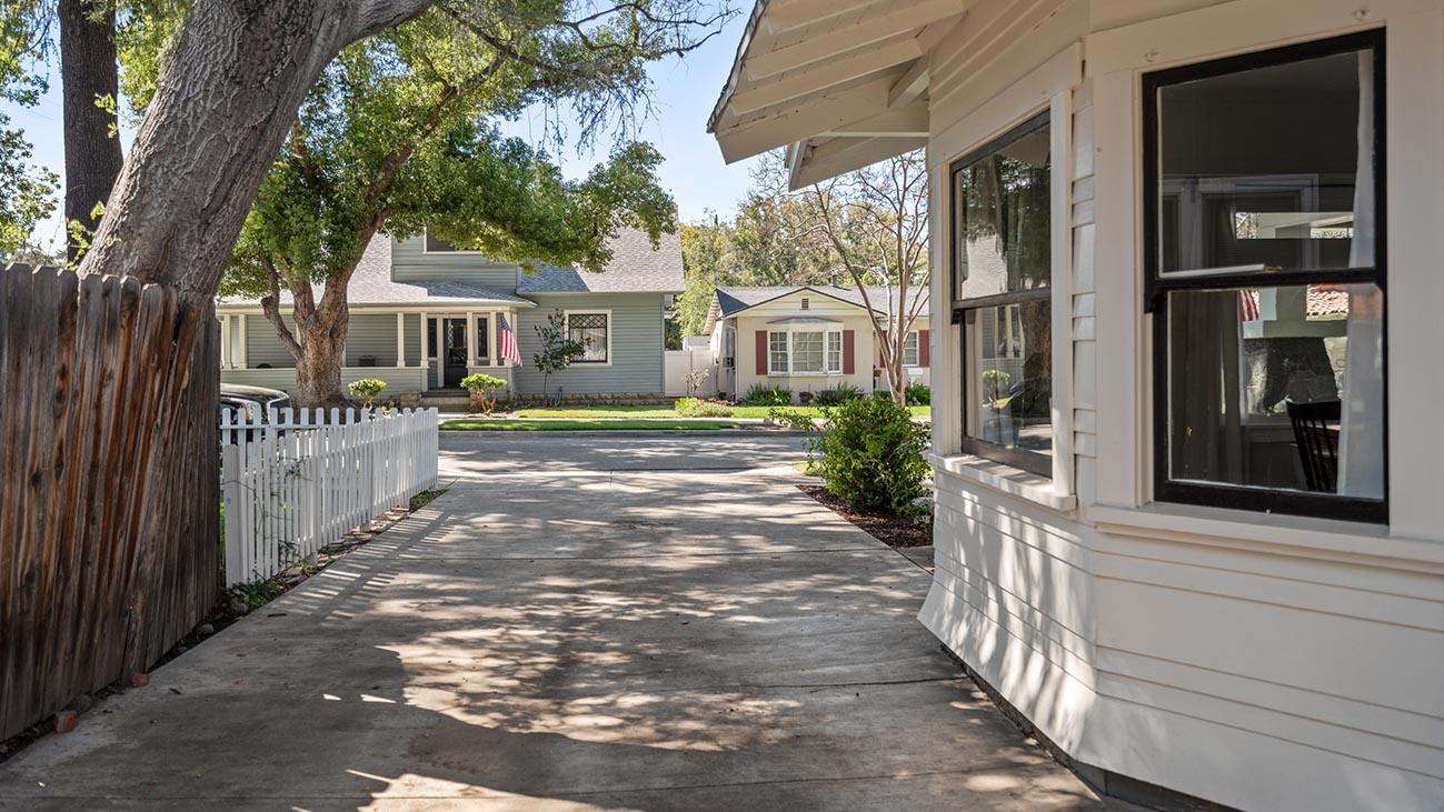 2273 5th Street La Verne, CA 91750 - Driveway