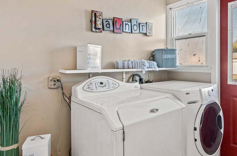 541 E Harvard Place Ontario, CA 91764 Laundry